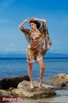 Чтобы на пляже иметь самый экзотический и оригинальный внешний вид можно самостоятельно сшить простое пляжное платье...